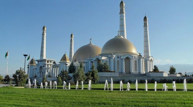 TM_Asgabat_Moschee_Mausoleum