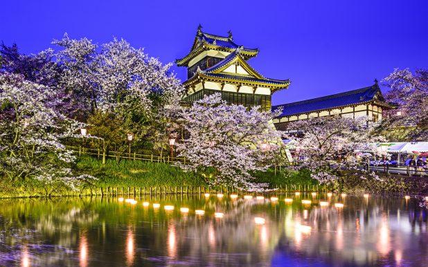 koriyama-castle-yamatokoriyama-japan-pond-trees-cherry-night-2k-wallpaper